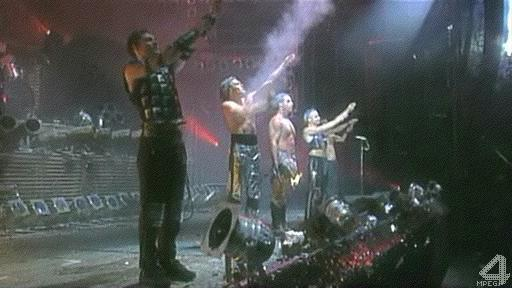rammstein live aus berlin 1998 industrial metal. Black Bedroom Furniture Sets. Home Design Ideas